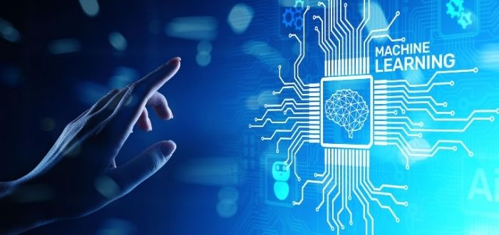 Humano programando machine learning