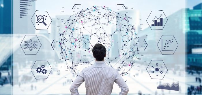 Ser humano observando el alcance del machine learning