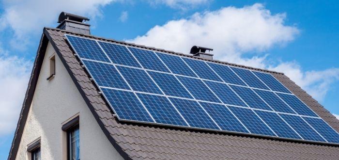 Uso de energía solar fotovoltaica en vivienda residencial