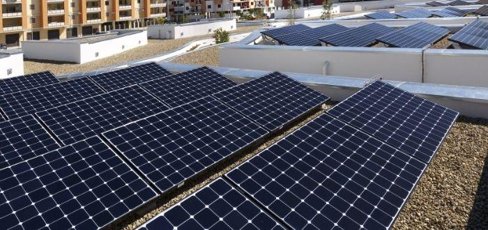 Instalación de paneles solares en centros urbanos