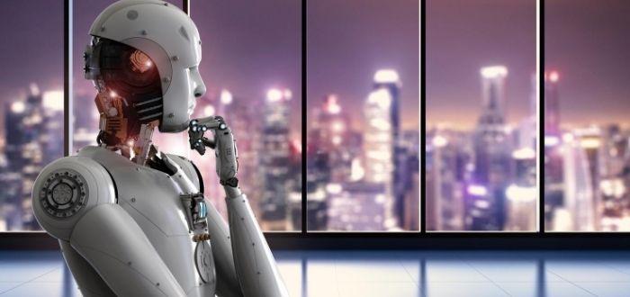 robot humanoide en la ciudad