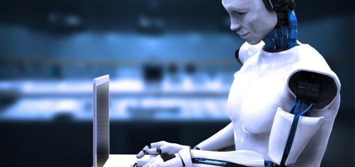 Robot humanoide realizando tareas humanas