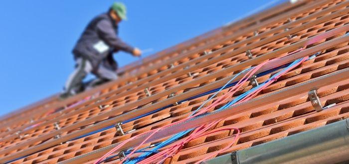 Instalación de tejas para aprovechar la energia solar