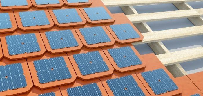 tejado cubierto de tejas fotovoltaicas