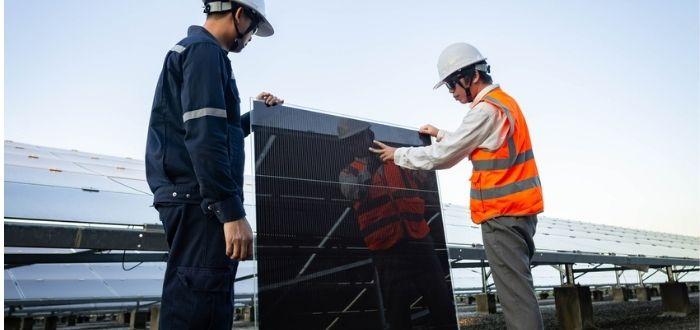 Sustitución de panel solar dañado   Basura de paneles solares